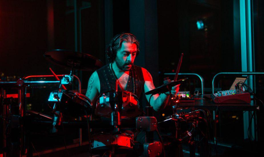 sis live show techno house